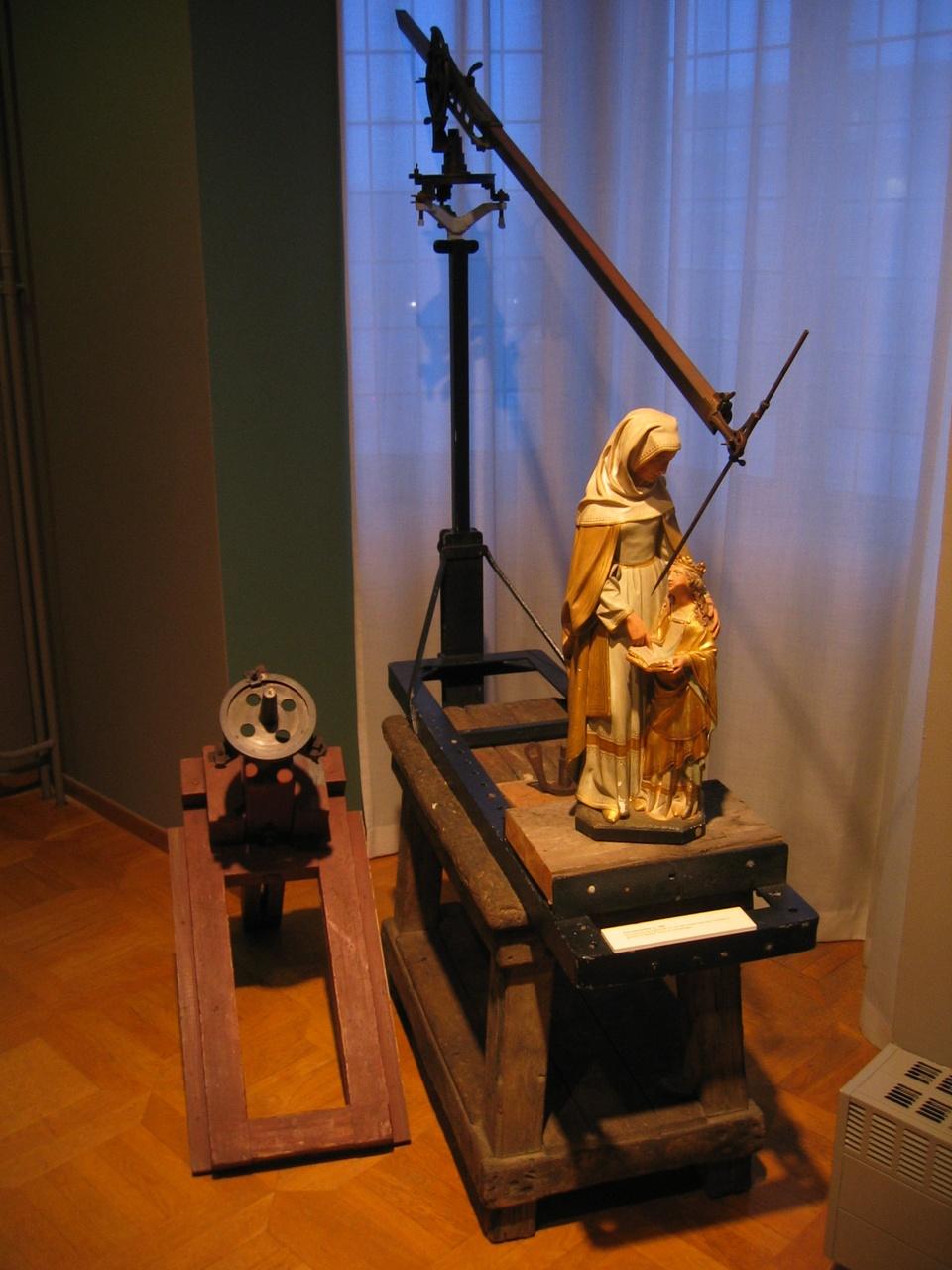 Puncteermachine, gebruikt in Cuypers' kunstwerkplaatsen Roermond