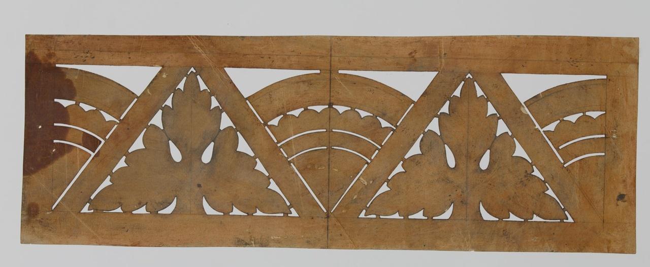 Sjabloon voor bandversiering met repeterend motief van eikenbladen, driehoeken en kwart cirkels