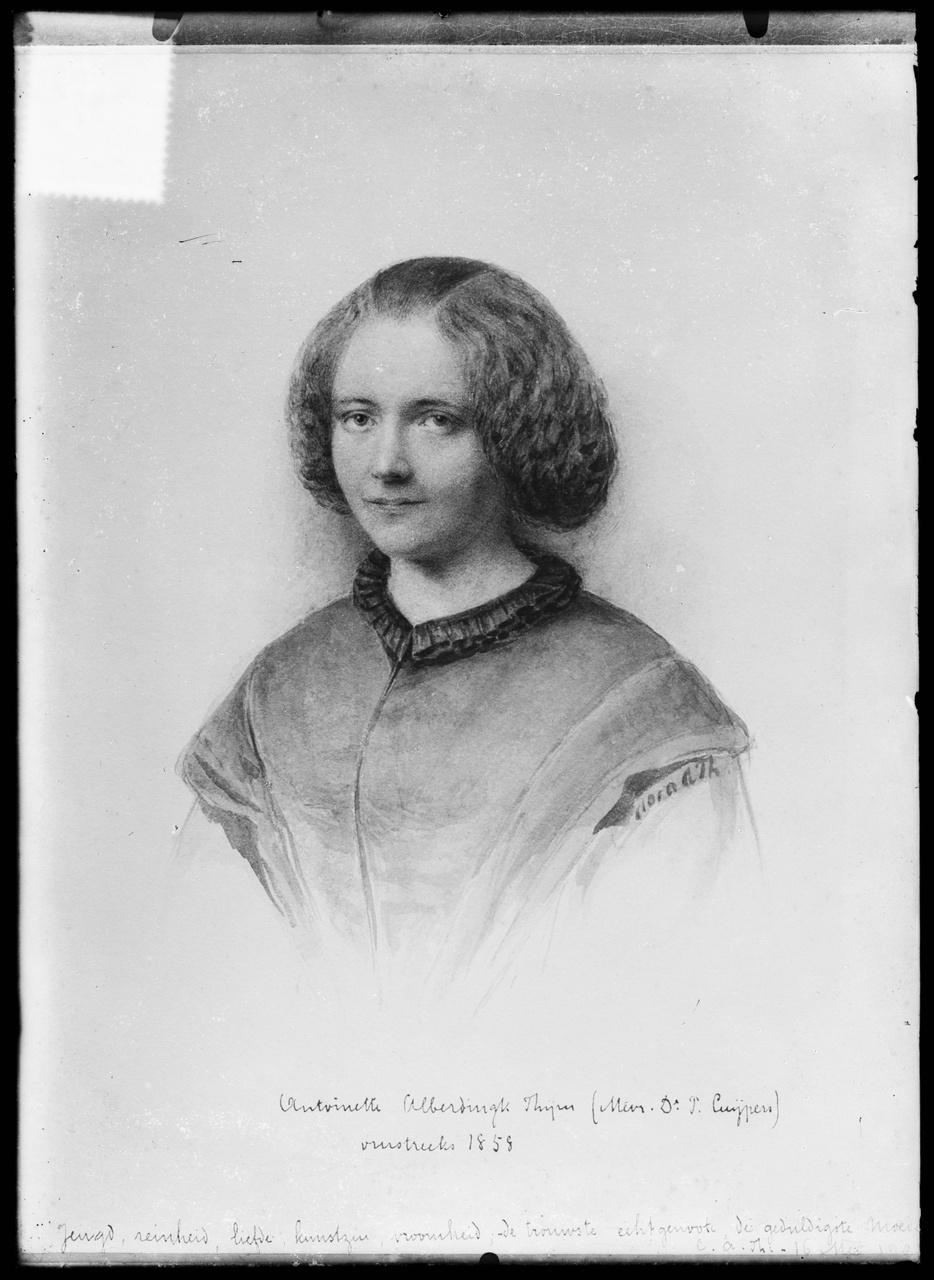 Glasnegatief van een foto van getekend/geschilderd porteret van Antoinette Alberdingk Thijm als jong meisje