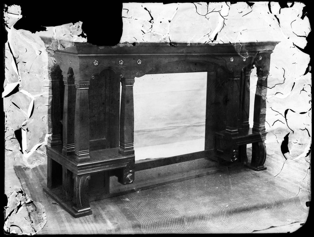 Foto van glasnegatief van product uit de Cuypers' Werkplaatsen uit kist met nummer 2.