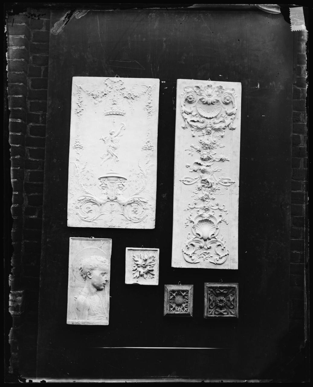 Glasnegatief van foto van producten uit de Cuypers' Kunstwerkplaatsen: zes panelen