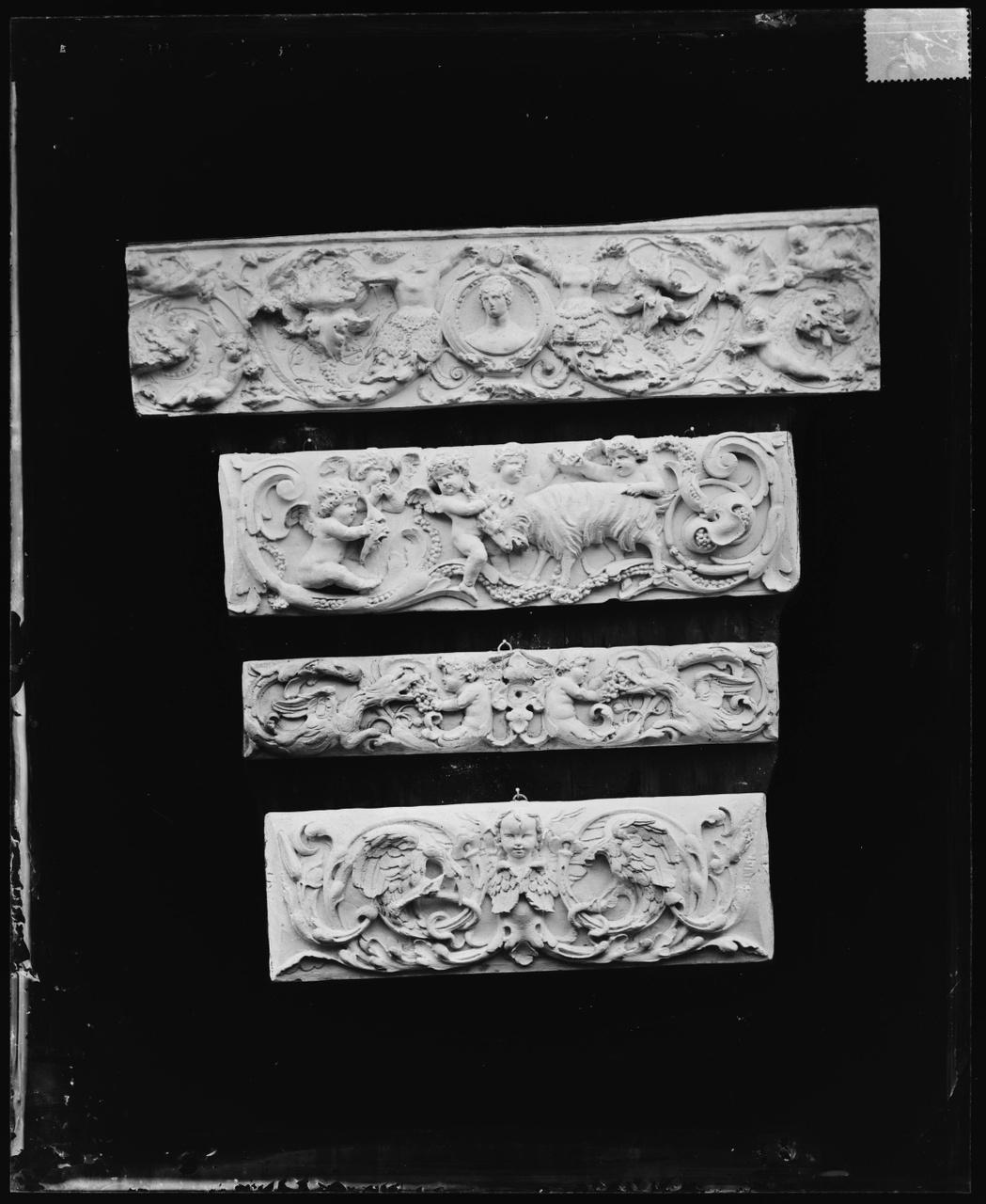 Glasnegatief van foto van producten uit de Cuypers' Kunstwerkplaatsen: Vier friezen