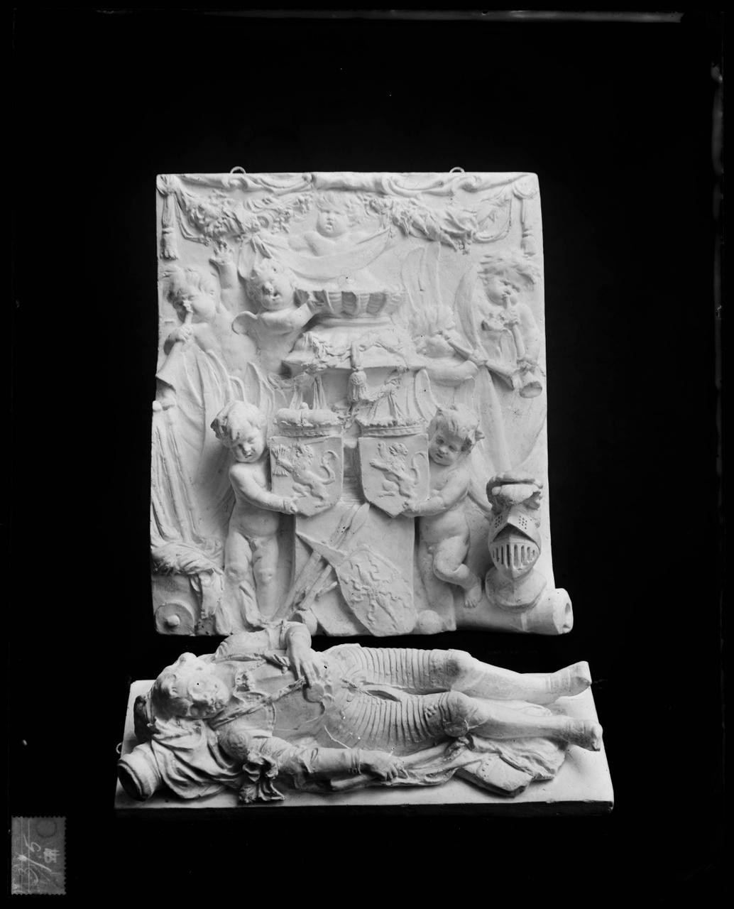 Glasnegatief van foto van producten uit de Cuypers' Kunstwerkplaatsen: Wapen en Graftombe Admiraal de Ruyter