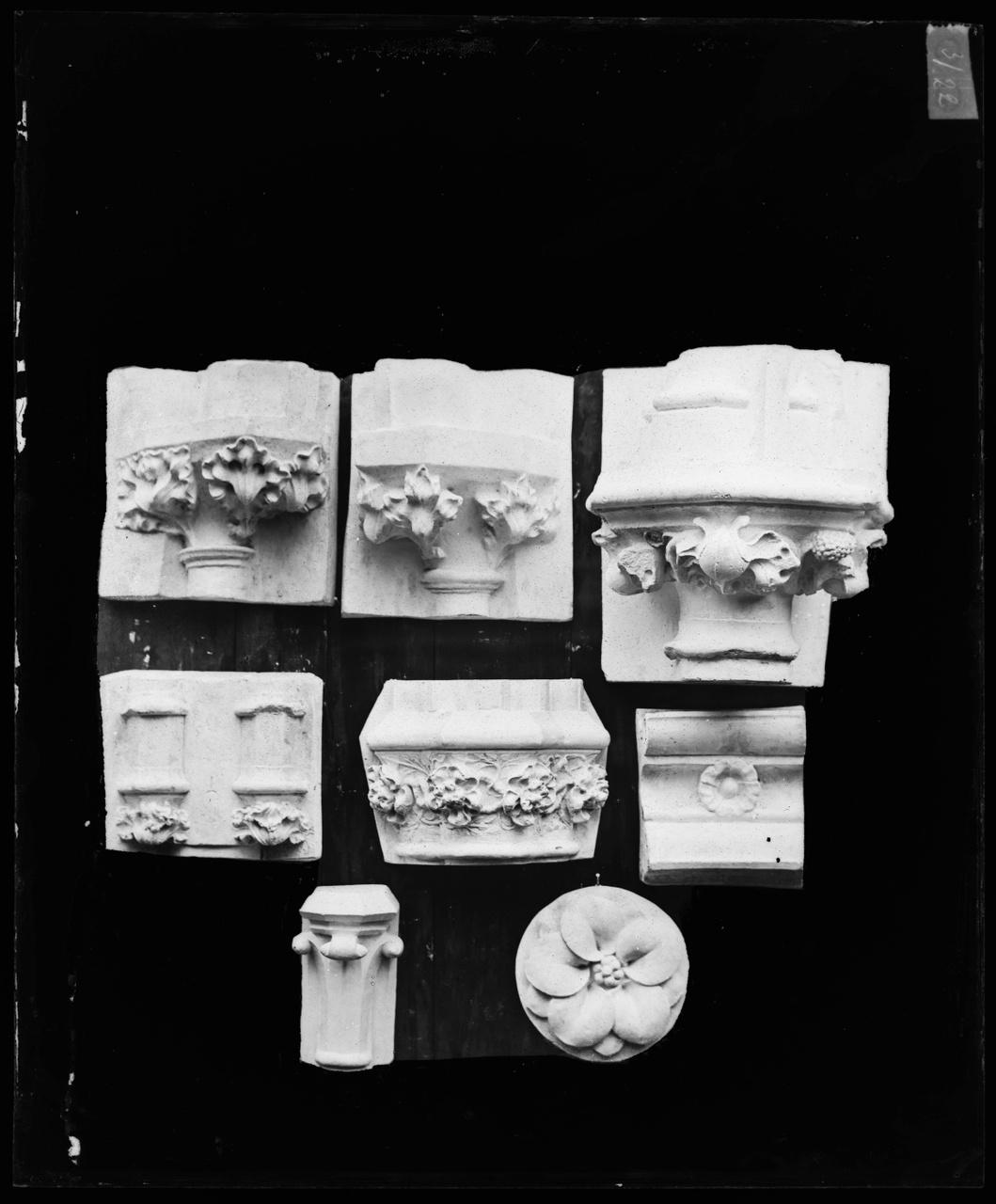 Foto van glasnegatief van product uit de Cuypers' Werkplaatsen uit kist met nummer 3.