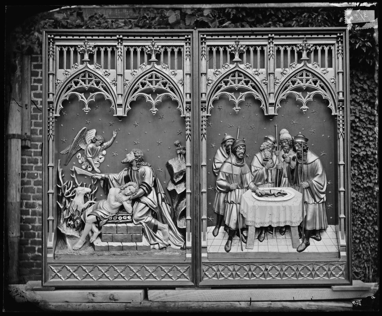 Glasnegatief van foto van producten uit de Cuypers' Kunstwerkplaatsen: Paaslam offerande Abraham