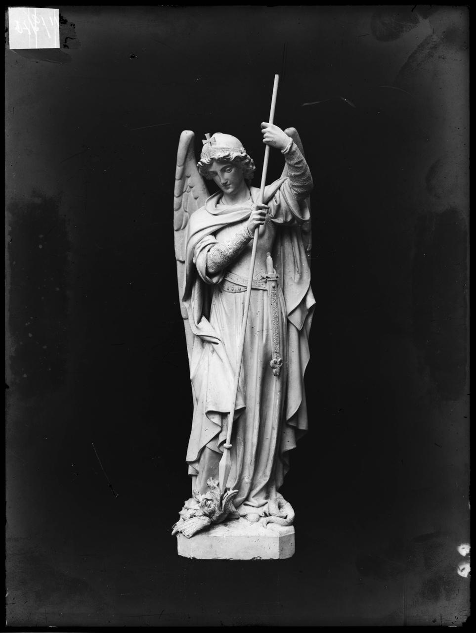 """Glasnegatief van foto van producten uit de Cuypers' Kunstwerkplaatsen: """"St. Michaël"""""""