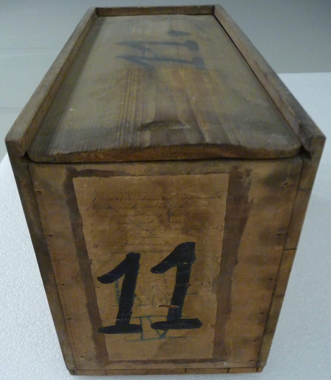 Kist voor glasnegatieven met nummer 11.