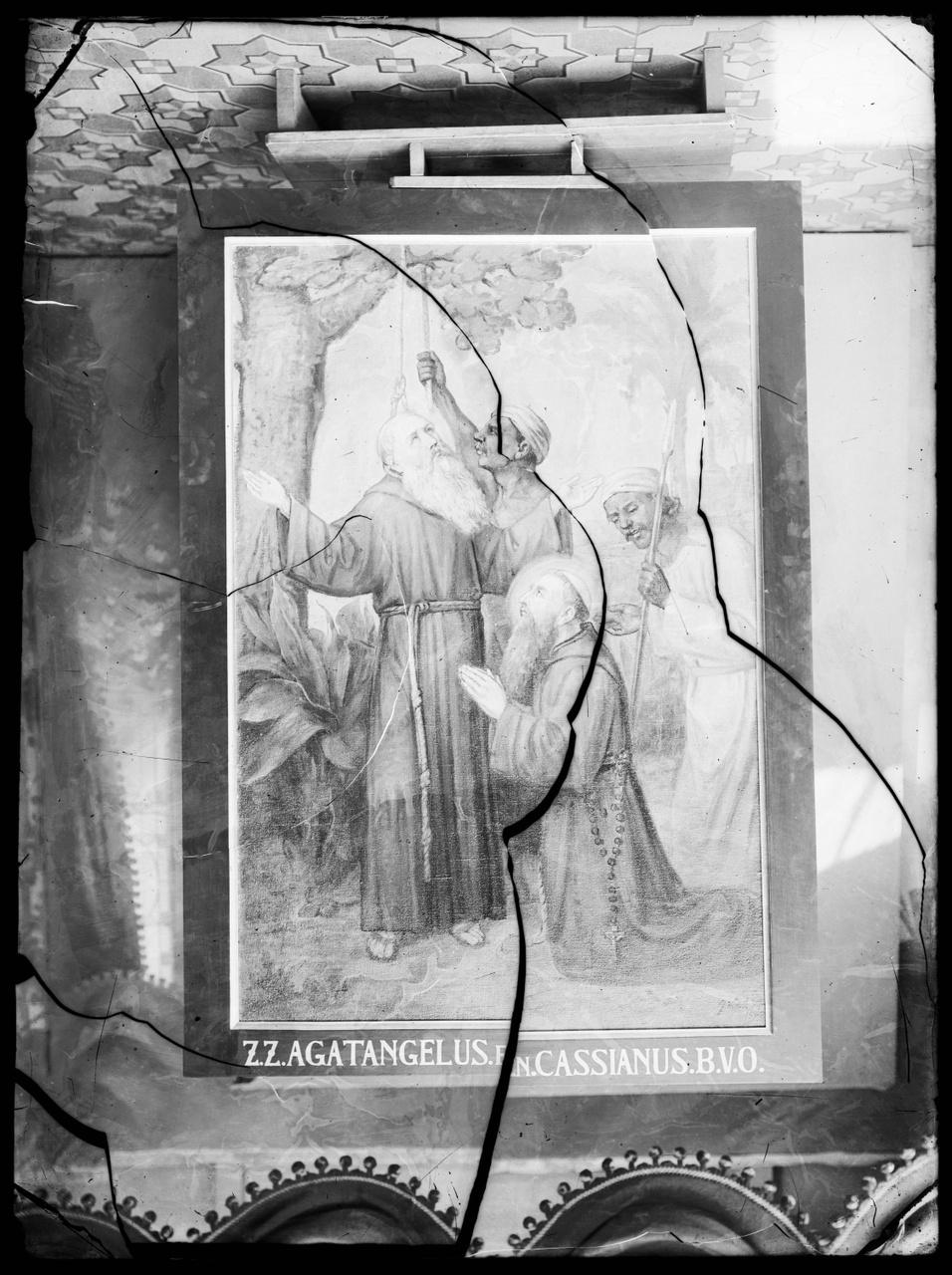 """Glasnegatief van foto van producten uit de Cuypers' Kunstwerkplaatsen uit kist met nummer 11: """"Schilderij Marteldood Z.Z. Agatangelus en Cassianus""""."""