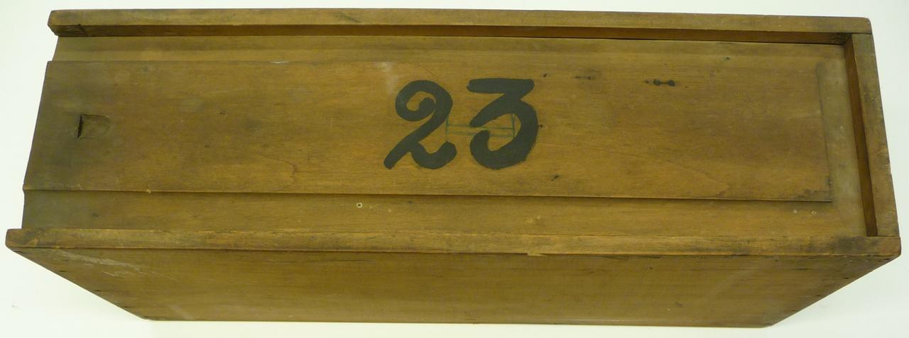 Kist voor glasnegatieven met nummer 23.