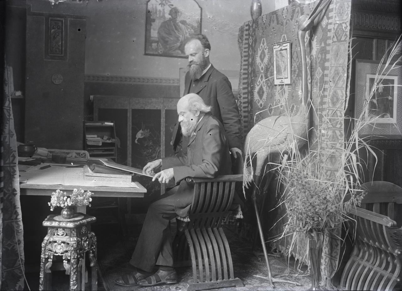 Glasnegatief van een foto met Pierre Cuypers en Joseph Cuypers