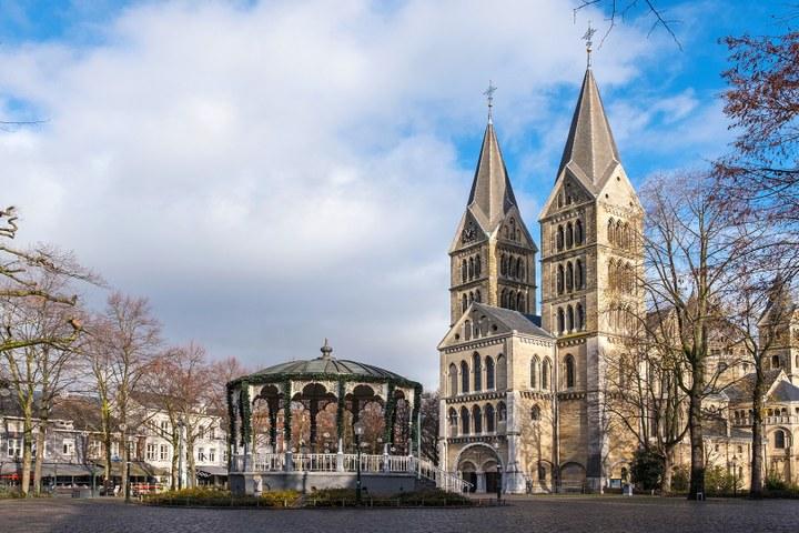 VOLGEBOEKT. Speciale rondleiding bij '800 jaar Munsterkerk'